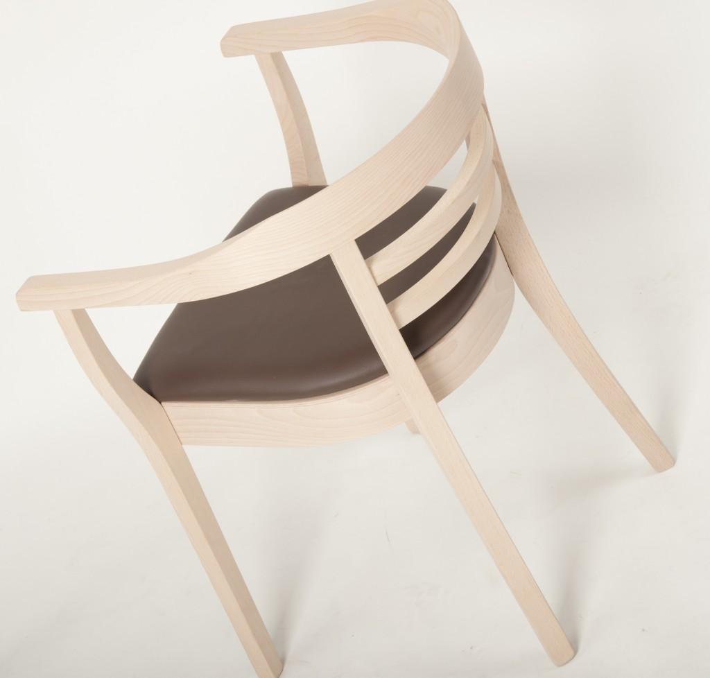 Einrichtungstrends für Kantinen I Der helle Stuhlsessel Pro präsentiert sich als Weiterentwicklung des klassischen Kontorstuhls