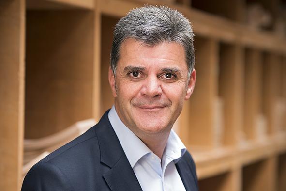 Prof. Reinhard Grell, Gesellschafter der Stuhlfabrik Schnieder und Dekan an der Hochschule OWL