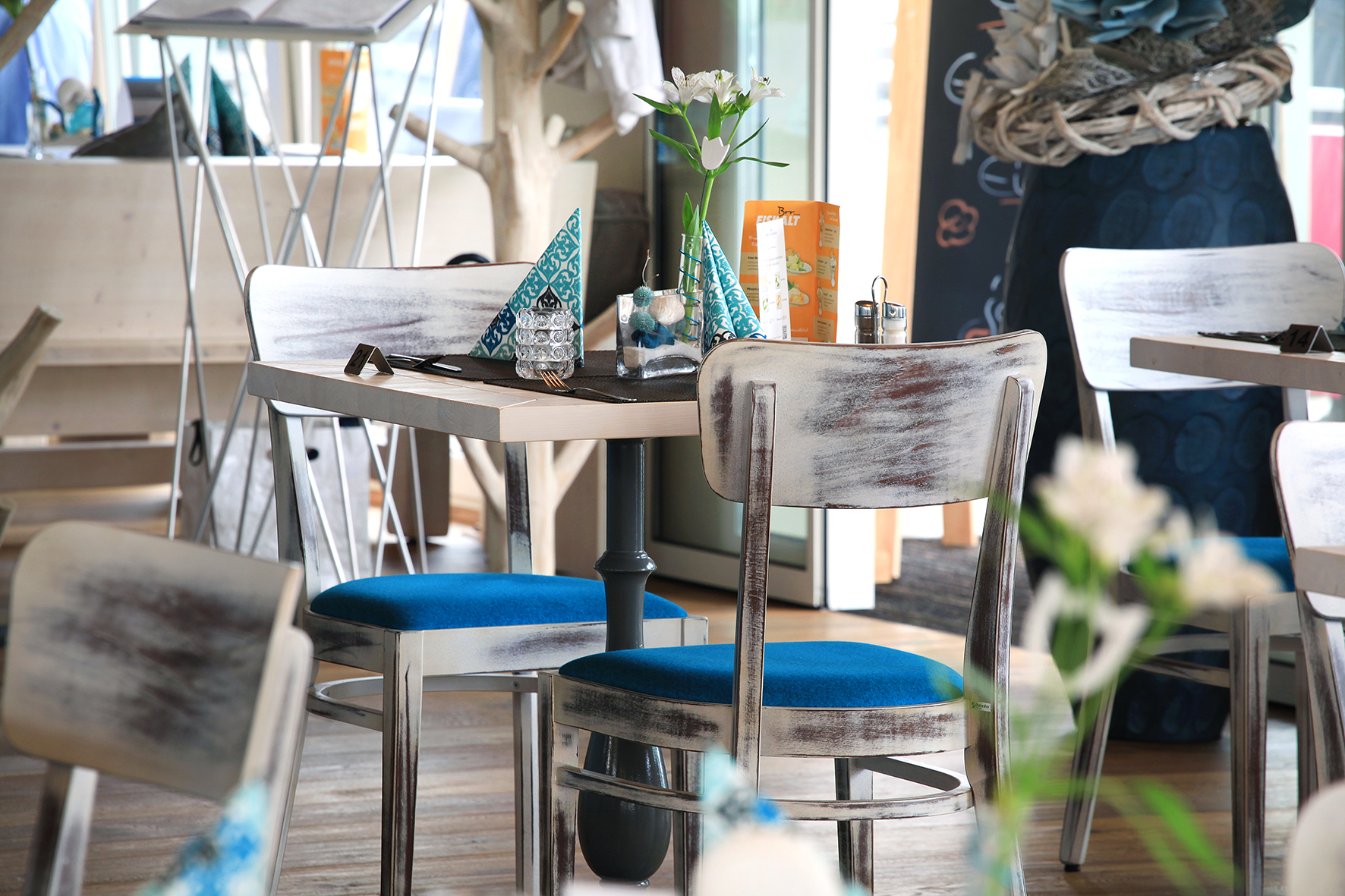 Spannende Möbeloberflächen: Stühle mit Vintage-Charm