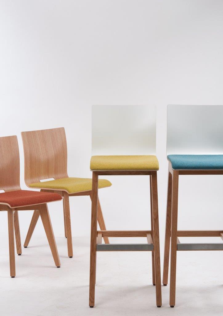Schalenst hle und hocker in sommerlaune schniedersitzt 100 jahre stuhlfabrik schnieder - Stuhlfabrik schnieder ...