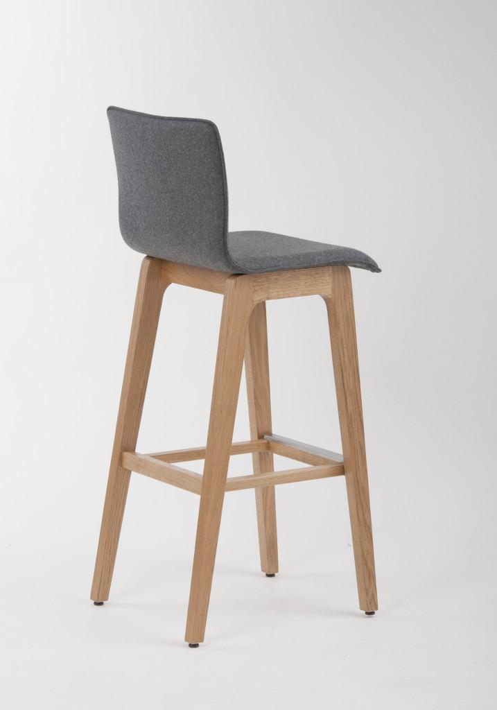 """Möbelneuheiten Mit Sitz aus Formsperrholz zum entspannten """"Wippen"""": Barhocker 10769"""