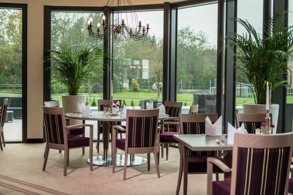 Restaurant Einrichtung Hoher Sitzkomfort und praktisch durch die umlaufende Sitzkante: Stuhlsessel Siena