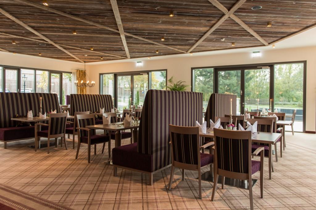 Restaurant Einrichtung Die extra hohen Bänke von schnieder wirken wie Raumteiler
