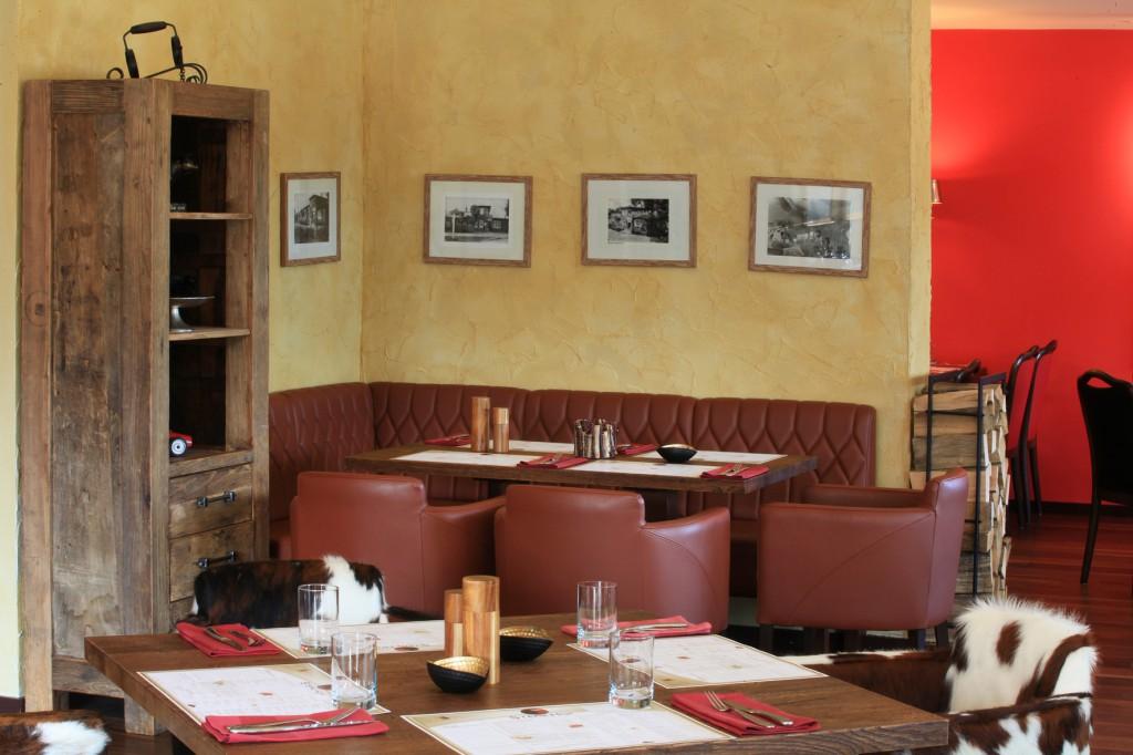 """Restaurant Einrichtung Lederbank mit Stuhlsesseln """"Cadiz, zur Abwechslung mit Lederbezug"""