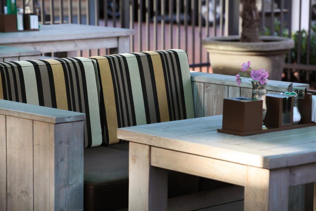 Behaglich: Outdoor Sofa 40982 . Außengastronomie