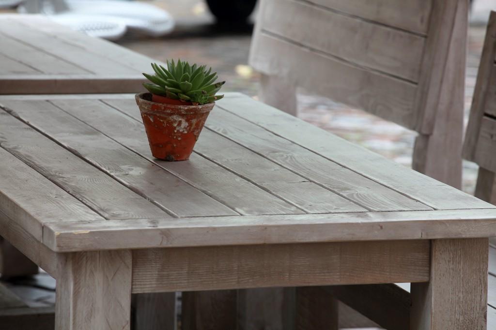 Outdoormöbel aus massivem Holz von Schnieder
