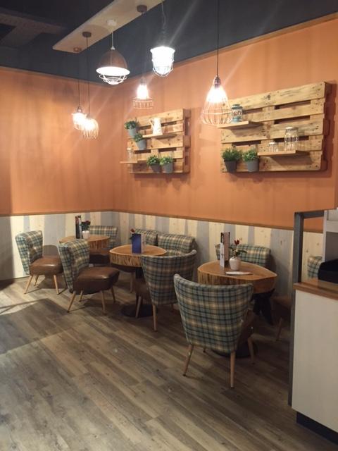 Caféhaus Einrichtung modern interpretiert