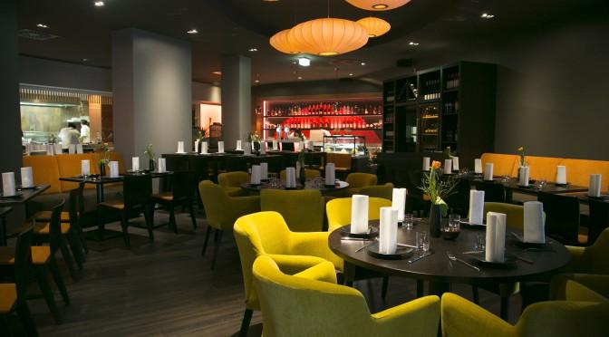 Restaurant Möblierung asiatisch-elegant