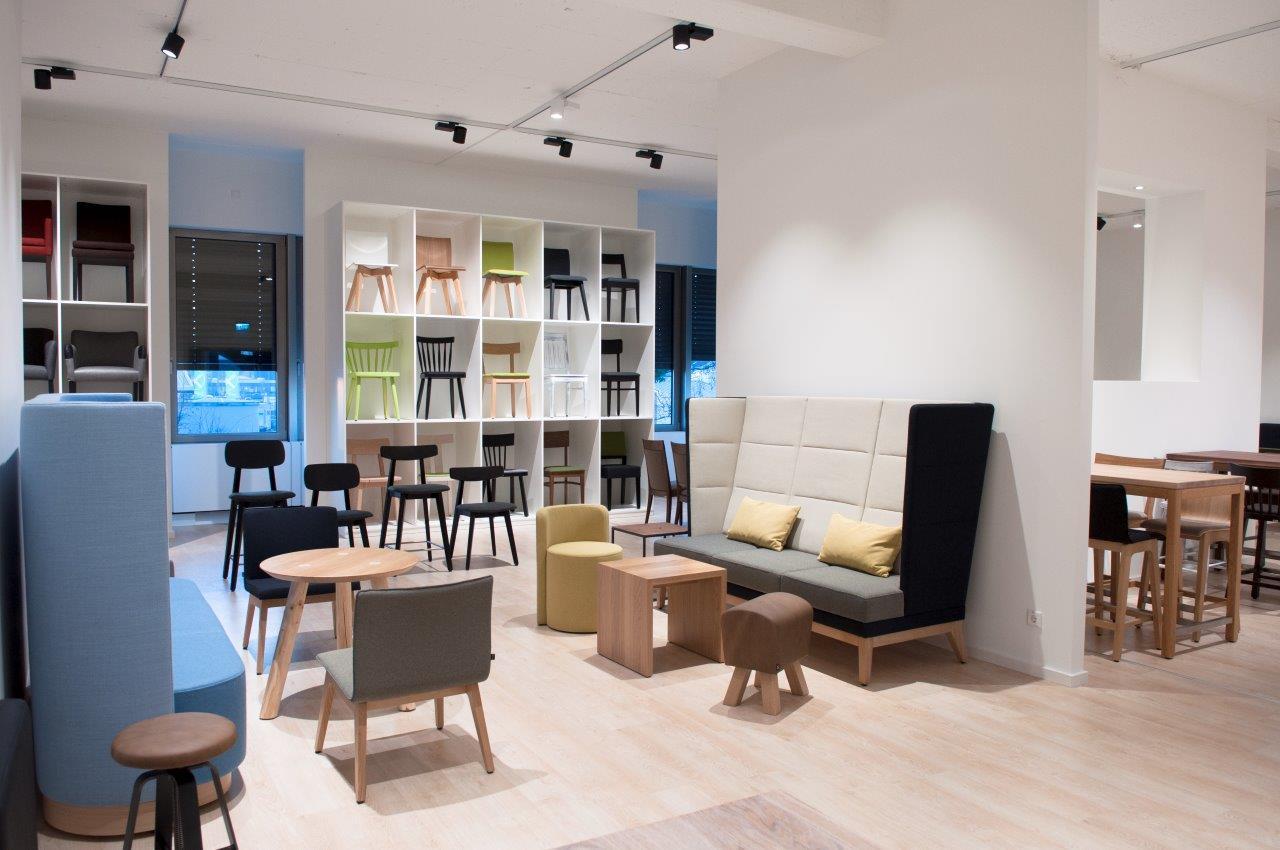 schnieder er ffnet neuen showroom l stuhlfabrik schnieder. Black Bedroom Furniture Sets. Home Design Ideas