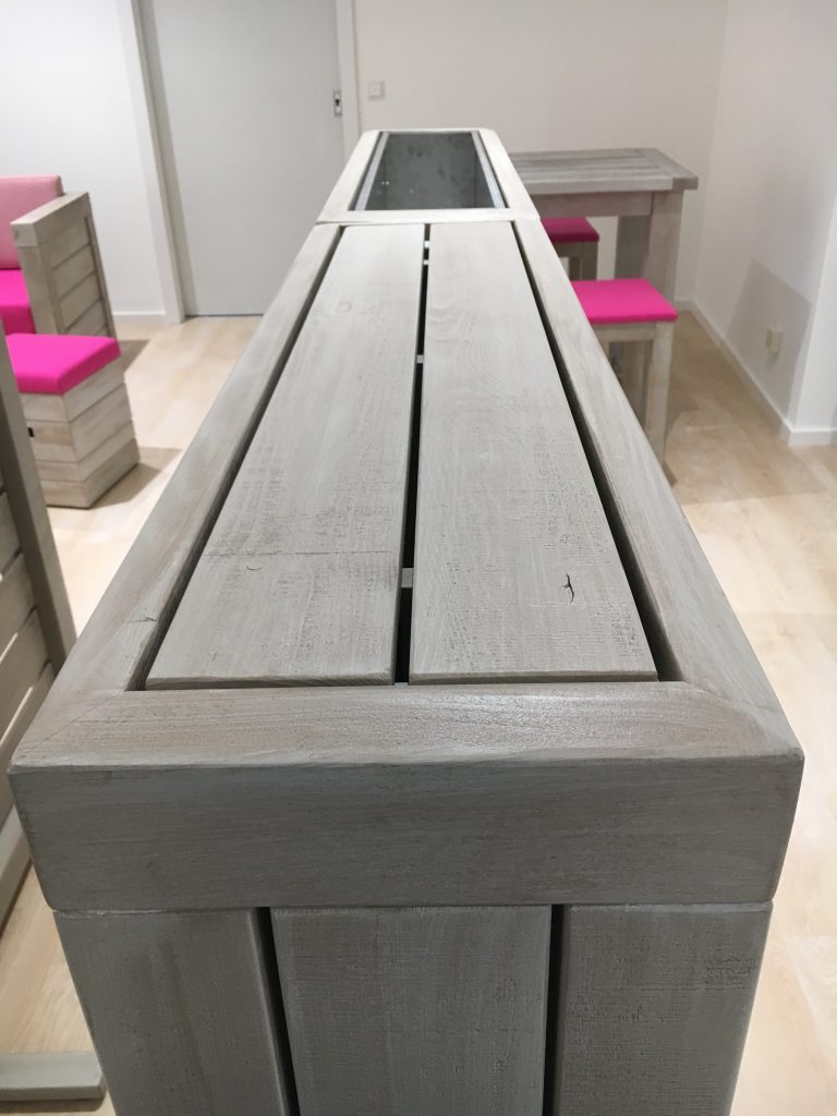 Raumteiler mit konstruktivem Holzschutz