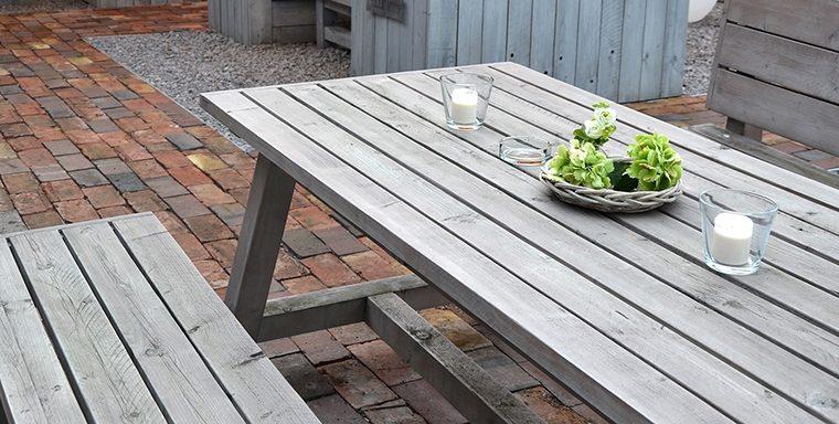 Gebürstete Outdoor-Möbel