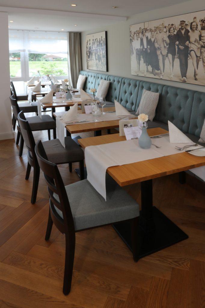 Gastronomie-Möblierung in Aqua-Tönen