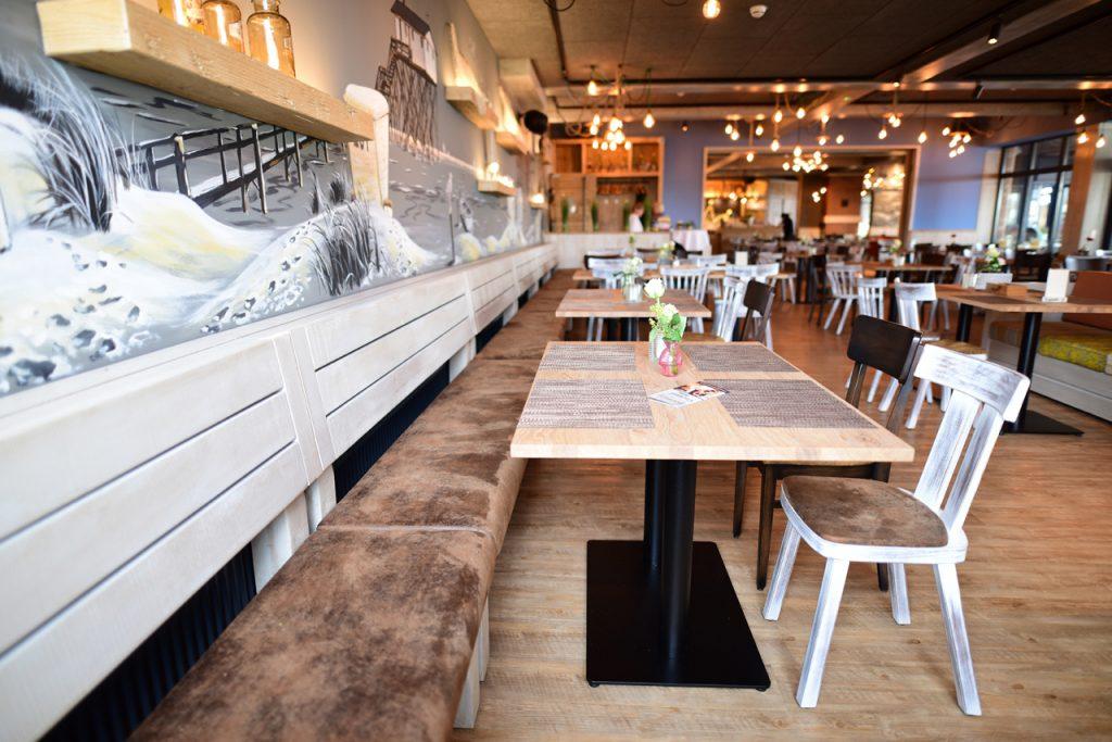 Polsterbänke, Holzbank, maritime Gastronomie-Einrichtung