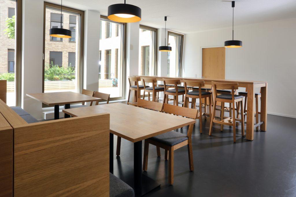 Sozialräume Gastronomiemöbel Massivholz