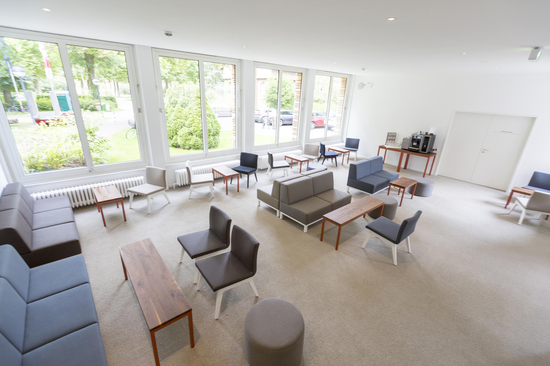 neue akzente im tagungshotel schniedersitzt 100 jahre stuhlfabrik schnieder. Black Bedroom Furniture Sets. Home Design Ideas