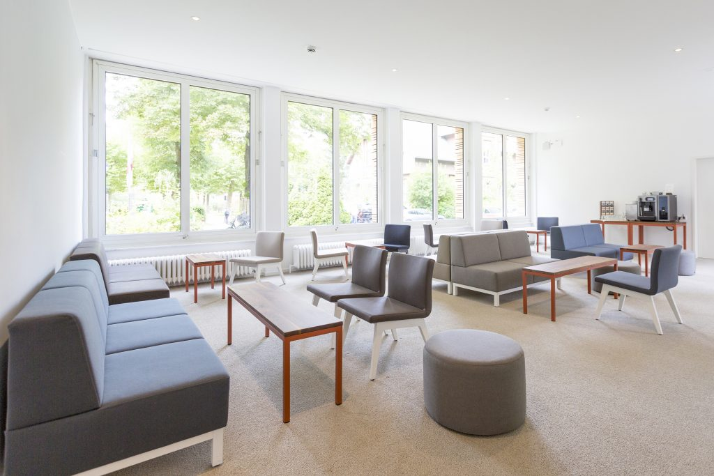 Loungebank, Loungesofa, Sofa puristisch, Tagungshotel