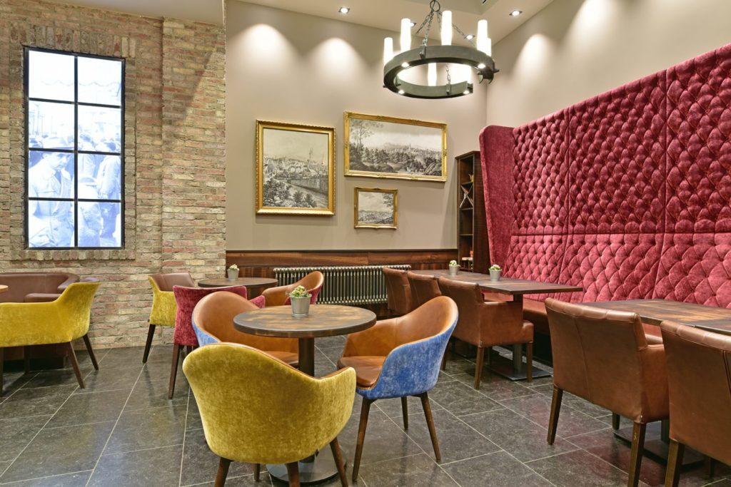 Möblierung Bäckerei Café Kamp Iserlohn, Bank, Sessel, Tische
