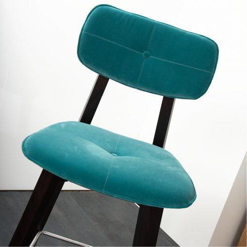 Gastro Hocker Joris Sitzhöhe 80 cm Sonderausfuehrung mit Knopfheftung Stuhlfabrik Schnieder